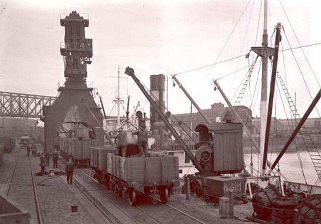 Coal being unloaded from a steamer at Herculaneum Dock