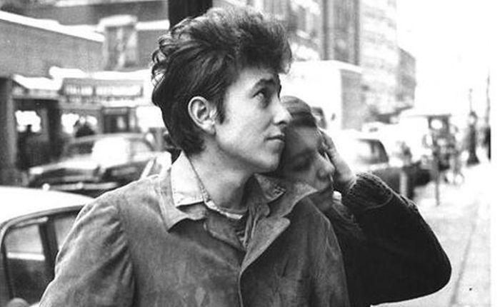 Dylan arrives in NewYork
