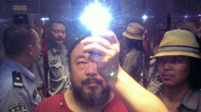 Ai Weiwei:  throwing stones atautocracy