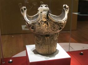 Jomon crown pot