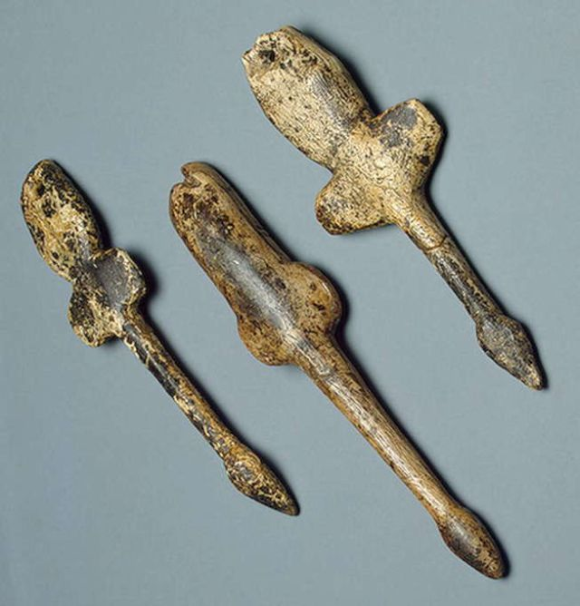 Flying swan pendants found at Mal'ta in Siberia