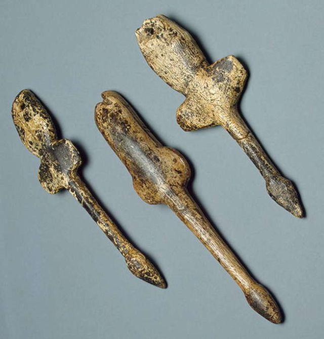 Flying swan pendants found at Mal'ta in Siberia