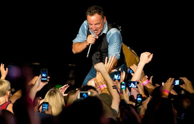 Bruce and fans