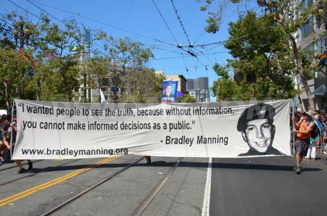 manning-supporters-march-in-san-francisco