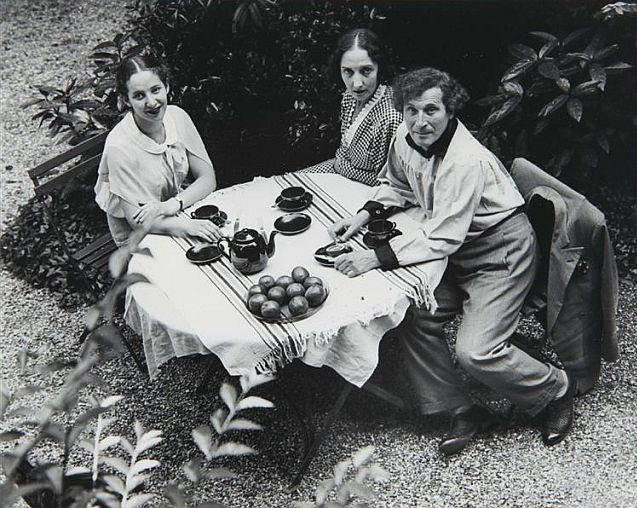 Andre Kertesz, Chagall with family, 1933