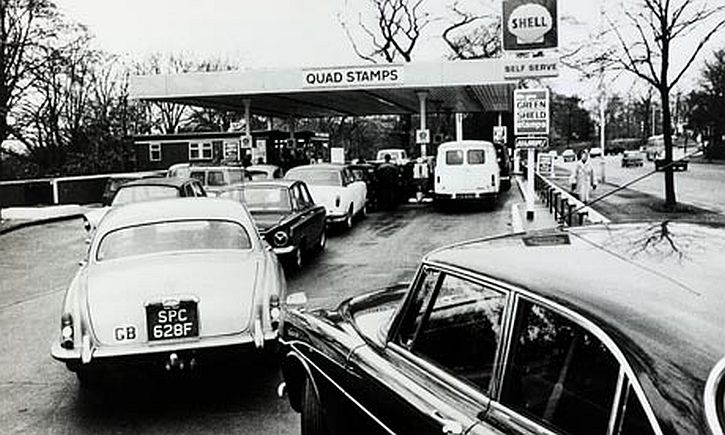 1973 oil crisis, motorists queue for petrol