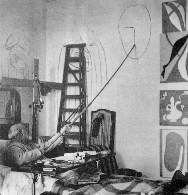 Matisse draws a head for the Chapelle du Rosaire in his studio Hotel Regina, Cimiez, 1950.
