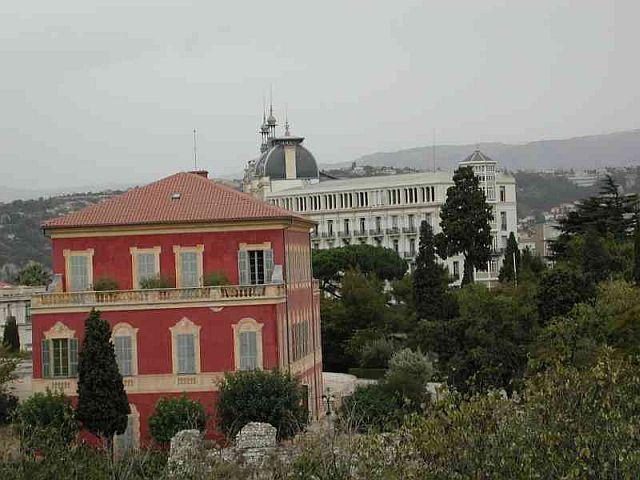 Musee Matisse with Hotel Regina behind