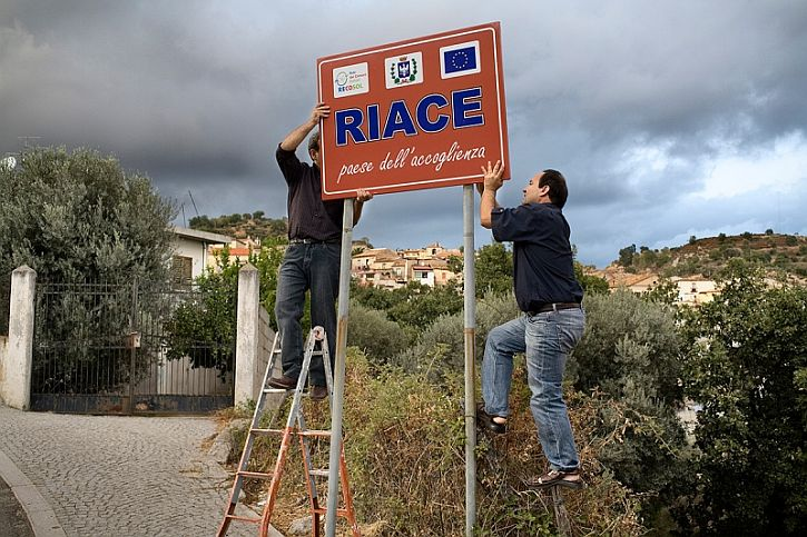 Riace sign village of welcome