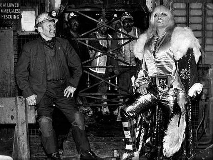 Wrestler Adrian Street and his miner father (1973)