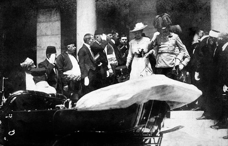 Archduke Franz Ferdinand and his wife in Sarajevo