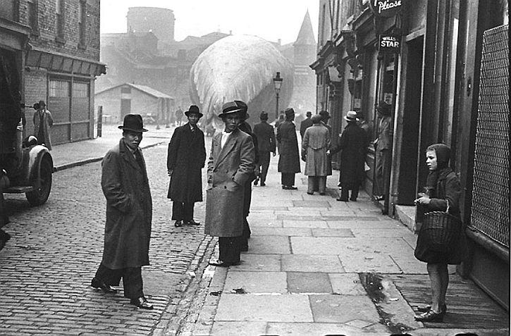 Pitt Street, Bert Hardy, 1942