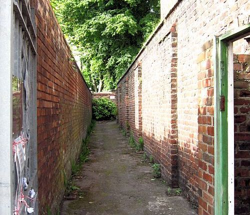 Arundel Avenue's Quaker burial ground: a secret garden hidden from view