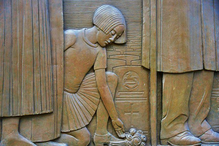Cenotaph detail 1