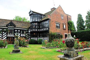 Gawsworth Hall: gardens