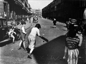 Roger Mayne, Street Cricket, Clarendon Cresent, 1957