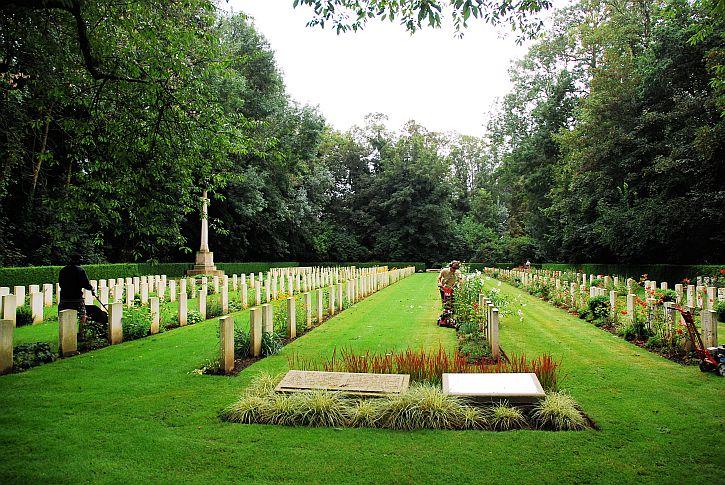 Agny military cemetery