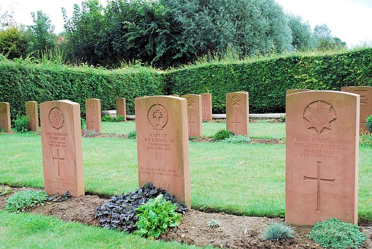 Soldiers' graves at Bailleulmont Cemetery