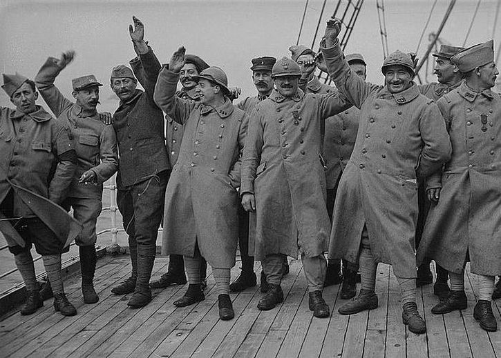 French soldiers enjoy seaside leave following the mutinies of May-June 1917