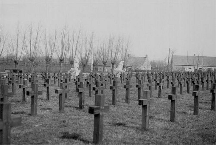The cemetery at Roggeveld with the newly installed sculptures in the distance.