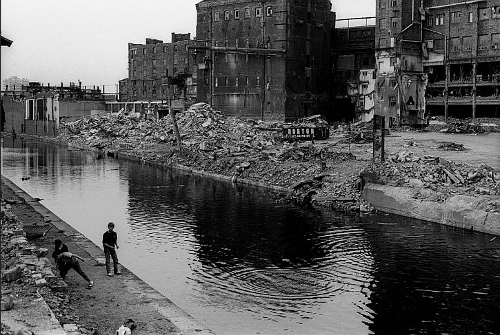 Dave Sinclair, Chucking rock in Leeds Liverpool Canal '82