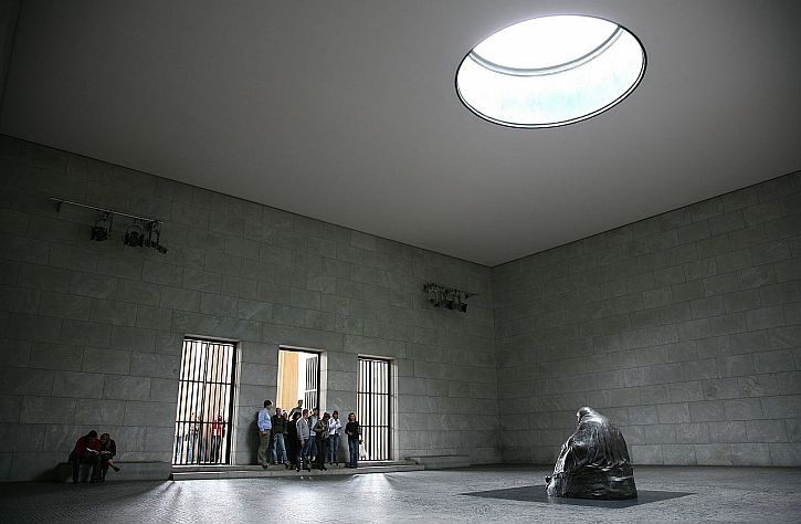 Käthe Kollwitz, Mother with her Dead Son, Neue Wache, Berlin