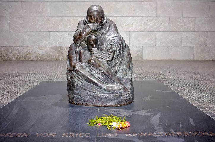 Neue Wache - Käthe Kollwitz, Mother with her Dead Son
