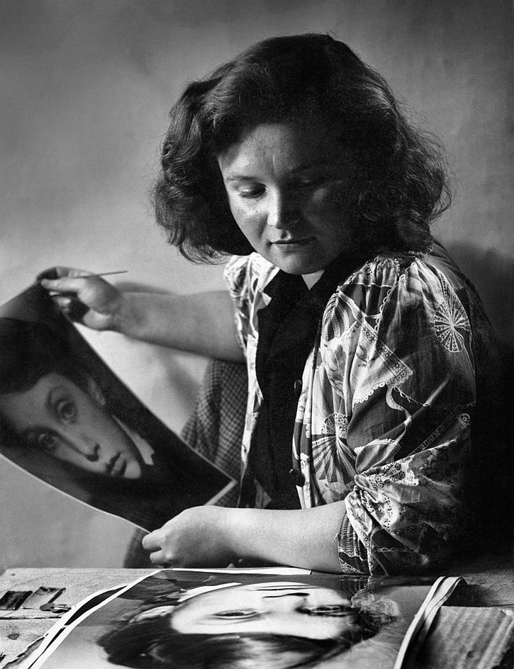 Jane Bown at Guildford School of Art, c 1947