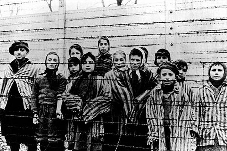 Children at Auschwitz liberation by photographed by Russian soldiers