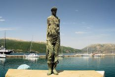 The statue to seamen at Sami