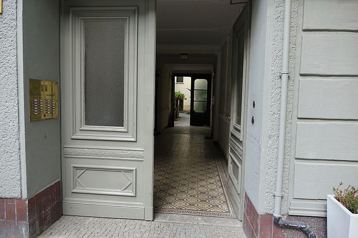 42 Fasenstrasse hallway
