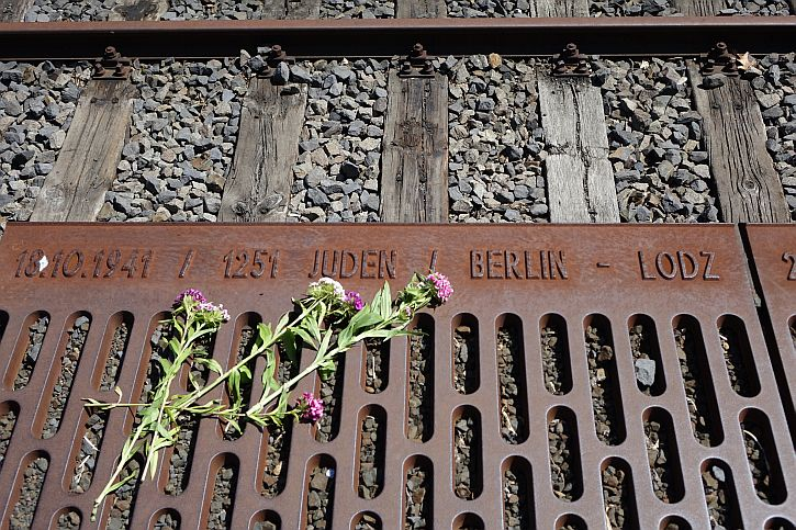 Gleis 17 memorial: the first deportation