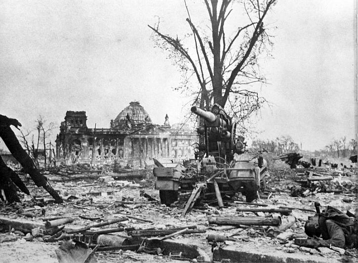 Reichstag ruin 1945