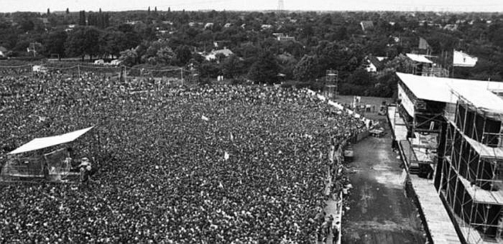 Springsteen in East Berlin 1988 crowd