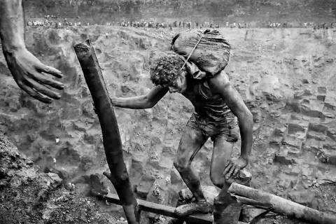 Workers: Serra Pelada gold mine
