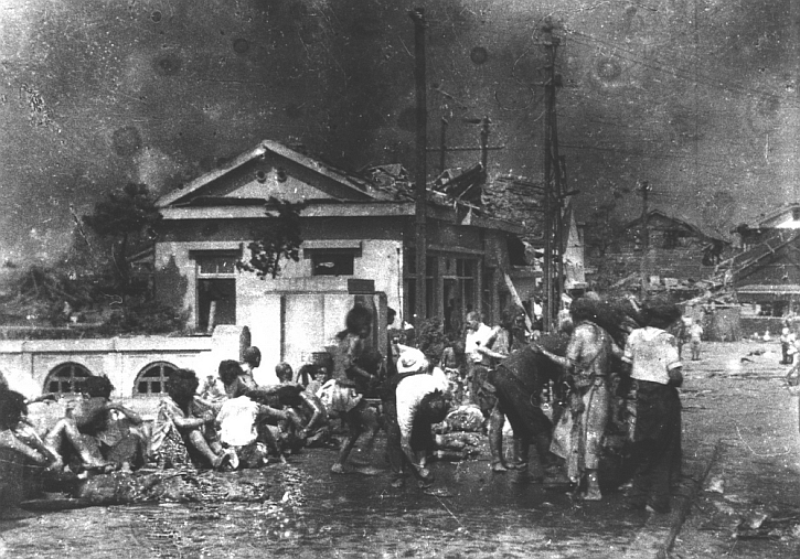 Police pour cooking oil over children to soothe their burns: photo taken by Yoshito Matsushige two hours after the blast and a mile from the epicentre