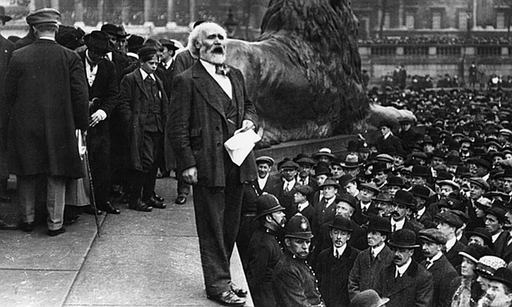Keir Hardie addresses a suffragettes' meeting 1906