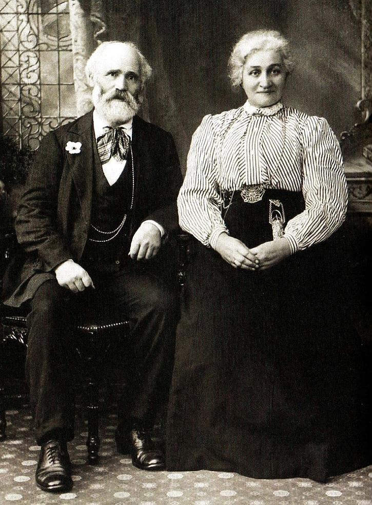 Keir Hardie with his wife Lillie in 1908