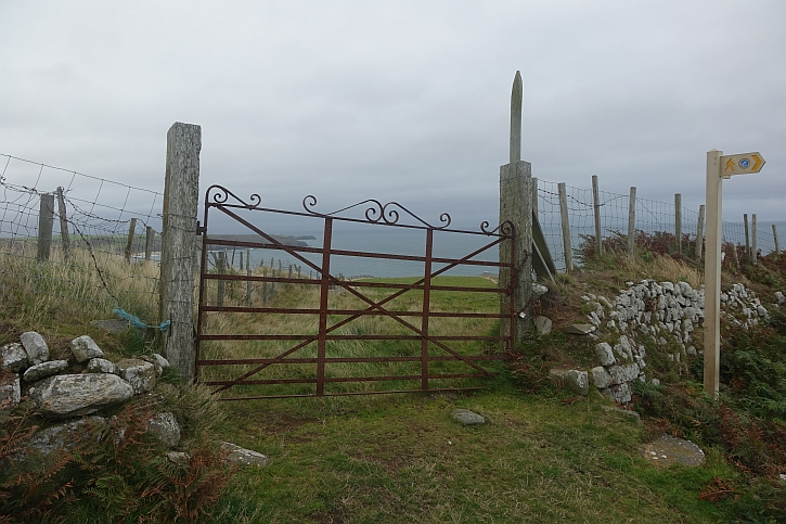 Coast path pointer on Mynydd Cilan