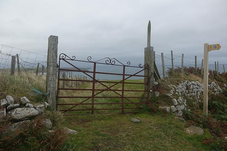 Coast path pointer on Mynydd Cilan