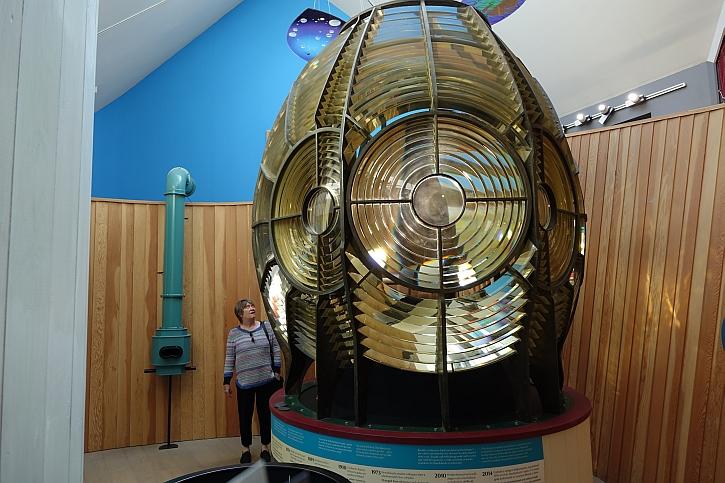 It's a very big light bulb!