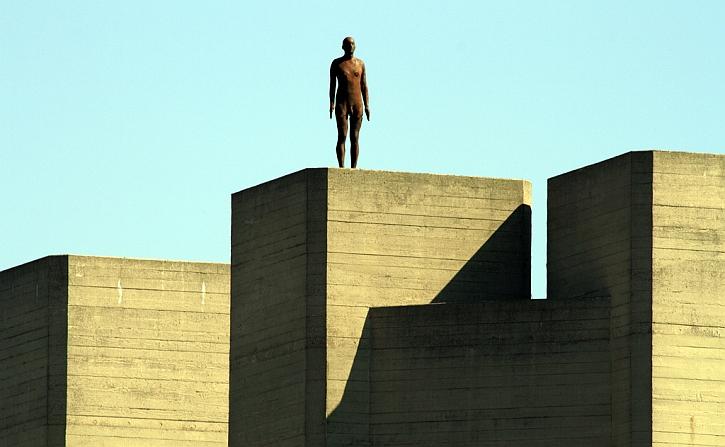 Antony Gormley, Event Horizon, London, 2007