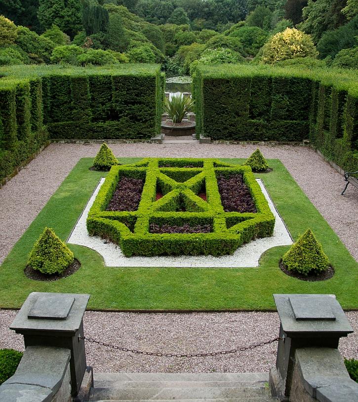 Biddulph Grange Italian Garden: the Mosaic Parterre