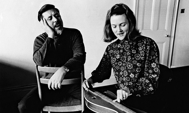 Peggy Seeger with Ewan MacColl in 1965