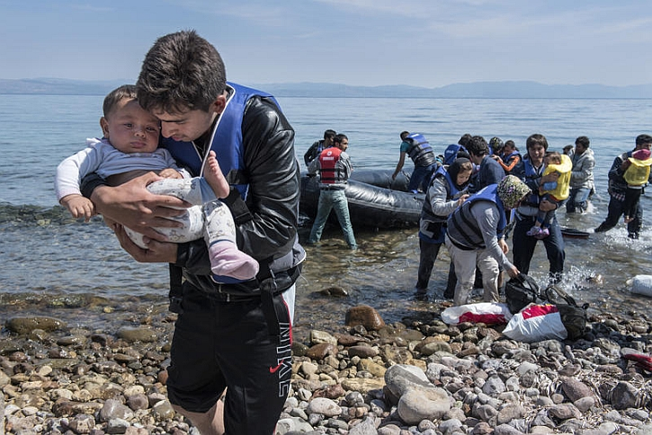 Refugees come ashore at Lesbos 2