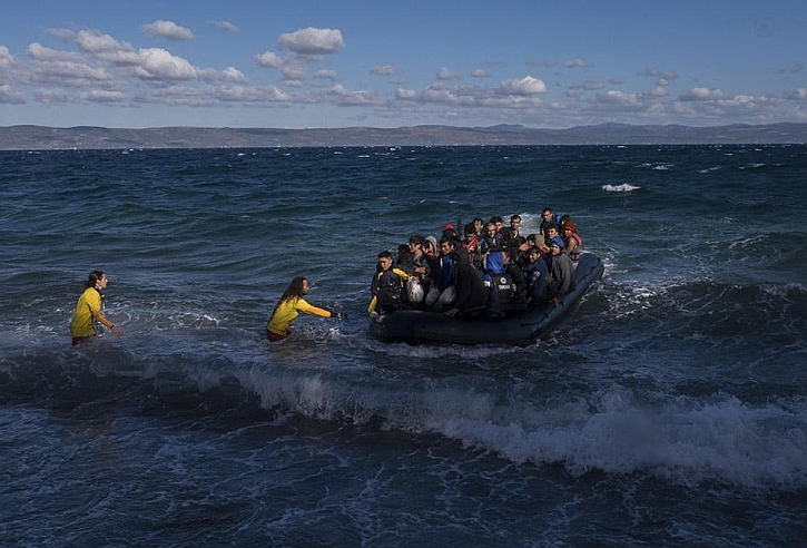 Refugees come ashore at Lesbos
