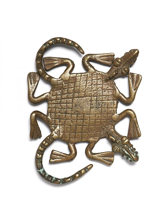 Weight in the shape of a two-headed crocodile, Ghana, 18th century