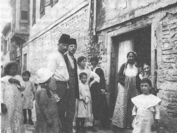 A Jewish family of Salonkia in 1917