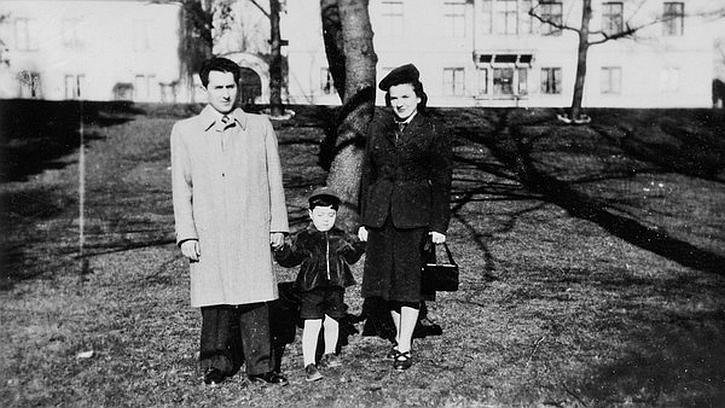 Göran Rosenberg with his parents in 1950s Sweden