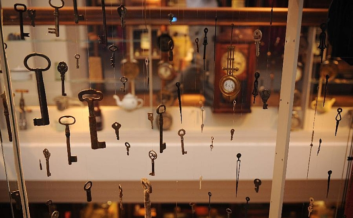 A display of house keys in the Museum of Innocence